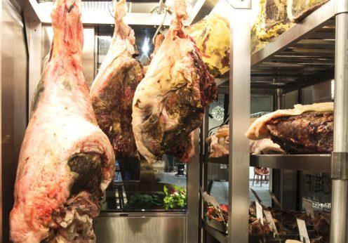 熟成肉の美味しい香り成分「ピラジン」と「ラクトン」