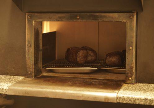 熟成肉を美味しく焼き上げる格之進の特注「肉窯」